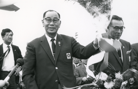 Mayor Harada, who returned from Italy with the successful bid to host the 11th Winter Olympic Games(1966)